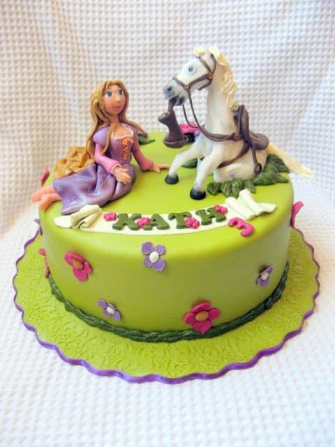 bolo de festa enrolados disney