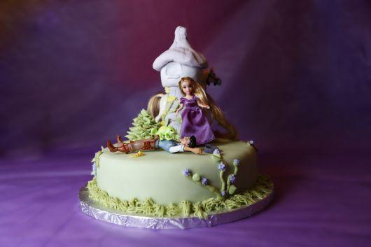 foto de lindo bolo da rapunzel
