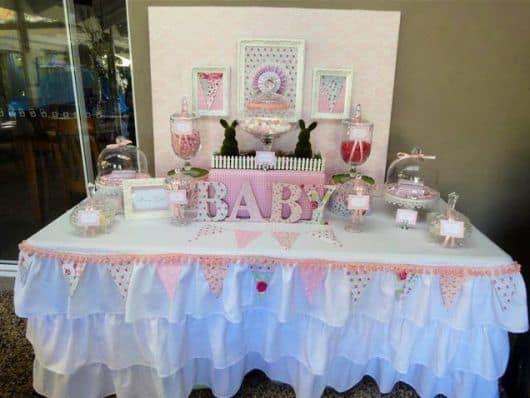 mesa de doces do chá de bebê menina