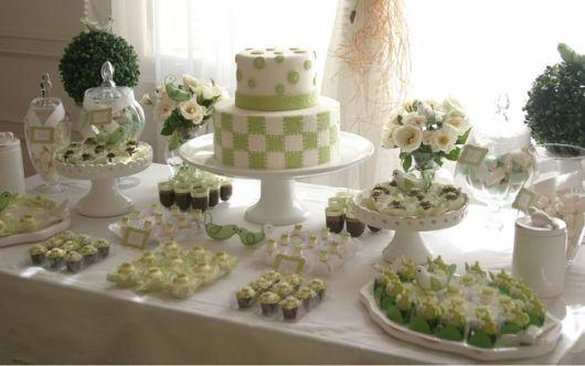 cor diferente para decorar mesa do bolo