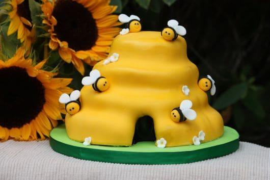 modelo de bolo tema abelhinha