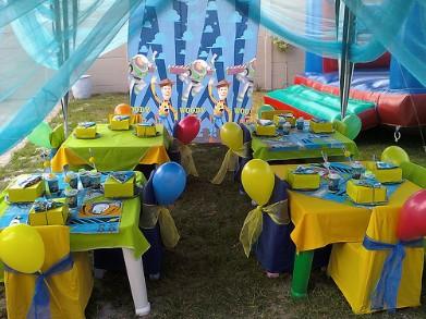 mesas dos convidados decoradas toy story