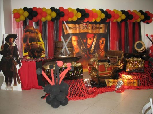 festa com tema piratas do caribe