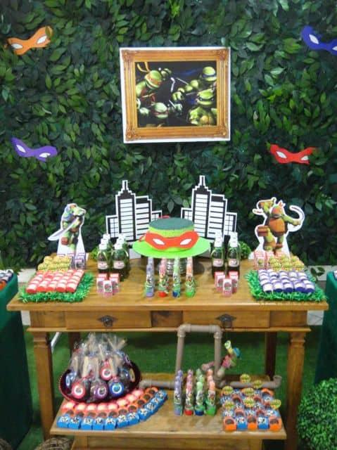 decoração marrom e verde tartarugas ninja