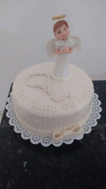 comemoração de batismo com bolo