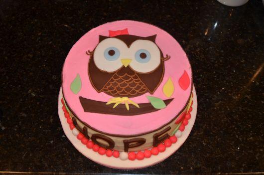 bolo temático corujinha rosa e marrom