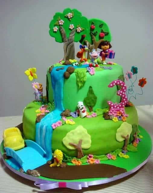 bolo decorado com personagens Dora aventureira