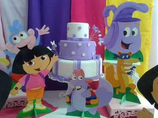 bolo Dora aventureira em cores simples
