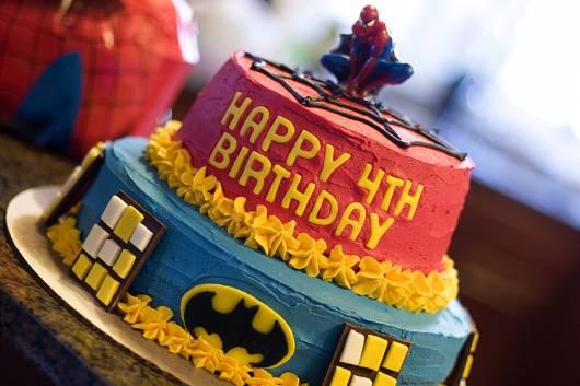 lindo bolo para festa super heróis