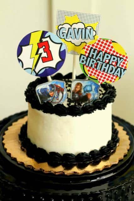 modelo de bolo para festa com tema super heróis