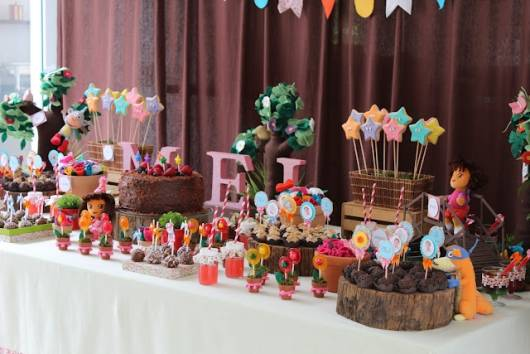 linda decoração com tema Dora