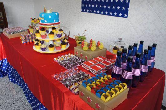 mesa do bolo da mulher maravilha barata