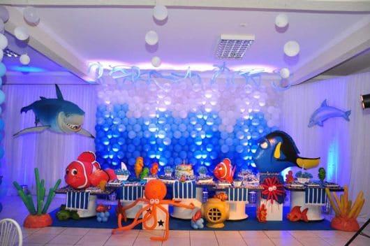 foto com balões em cores degradê