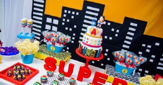modelo de decoração para festa super herói para meninas