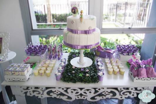 Mesa do bolo clean roxa