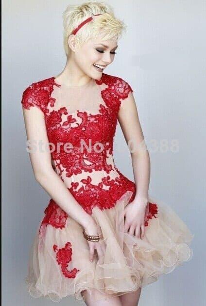 Vestido vermelho curto fica bom para 15 anos?