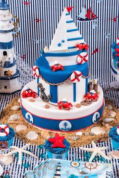 dica de bolo ursinho marinheiro em branco e azul
