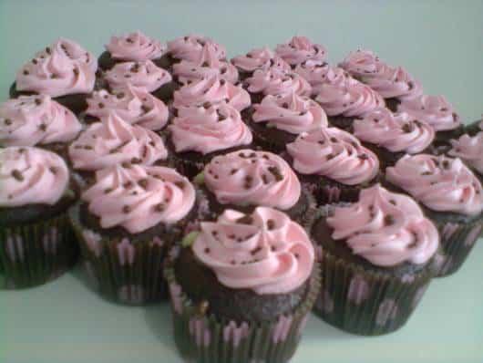 cupcake jolie com decoração rosa