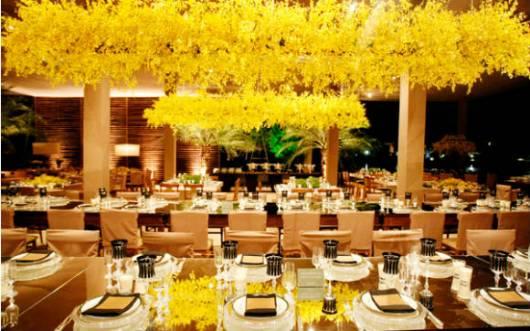 linda decoração com flores amarelas