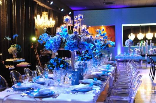 linda mesa de festa de 15 anos em azul