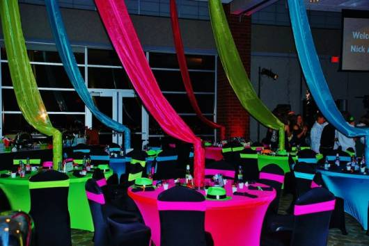 decoracao festa rave : decoracao festa rave:Na decoração da festa de debutante, as mesas dos convidados também