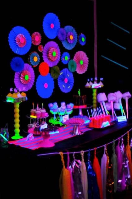 festa neon roupas decoradas