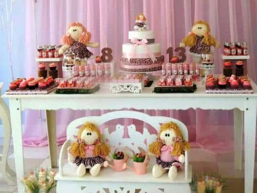 festa rosa e marrom provençal de bonecas