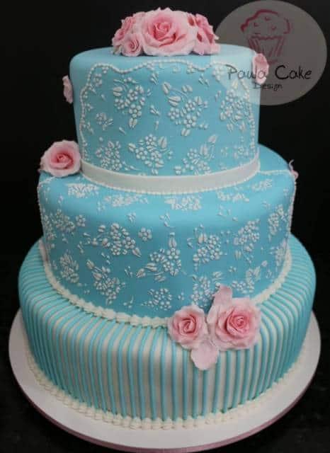 bolo azul claro e rosa debutante