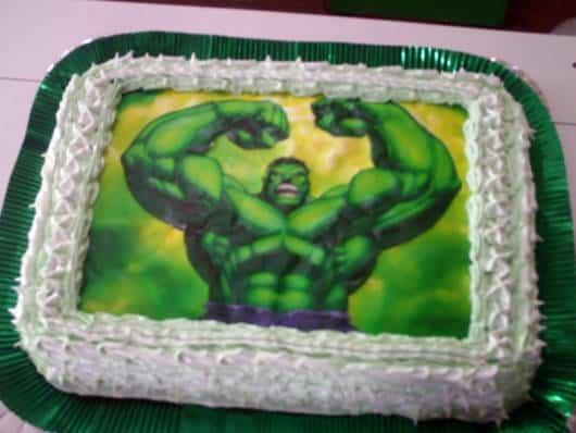 bolo com papel de arroz do hulk