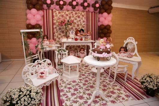 decoração jolie rosa e marrom com flores
