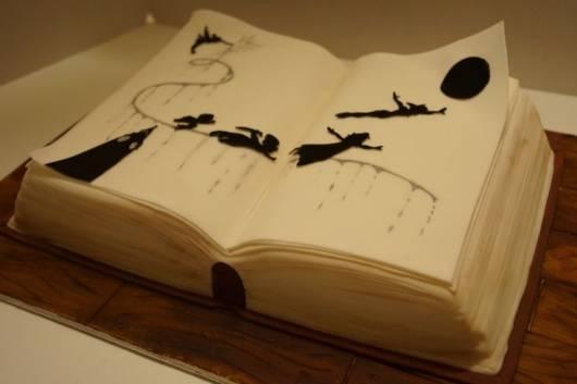 bolo peter pan formato de livro