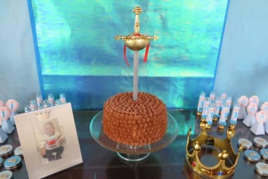 bolo simples festa rei arthur