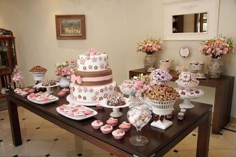 festa rosa e marrom em casa