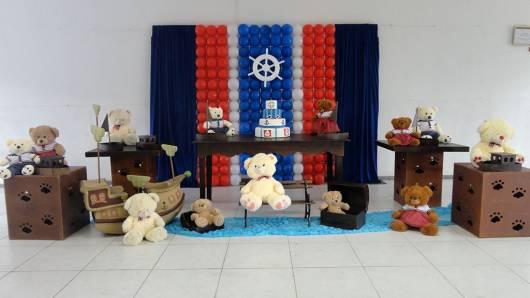 decoração ursinho marinheiro provençal  com móveis marrons