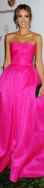 vestido rosa neon de famosa