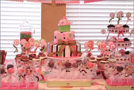 modelo de bolo de festa do tema cupcakeland