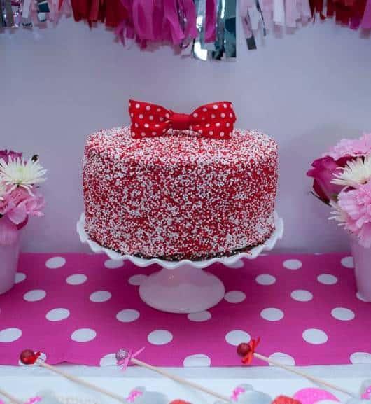 bolo branco e vermelho minnie