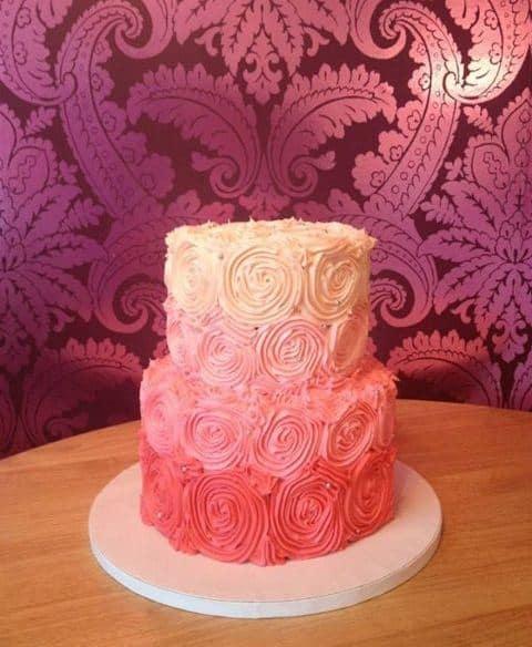 bolo decorado 15 anos chantilly simples