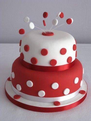 bolo 15 anos vermelho com bolinhas brancas