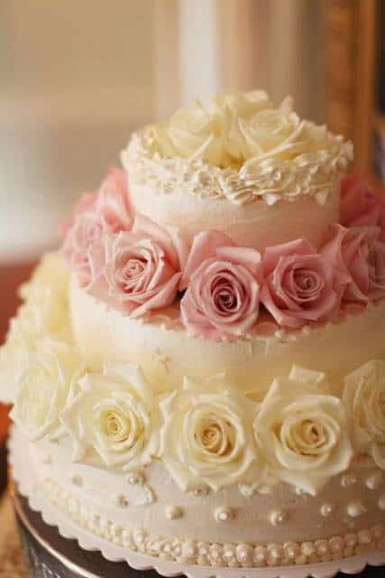 bolo 15 anos chantilly branco e rosa