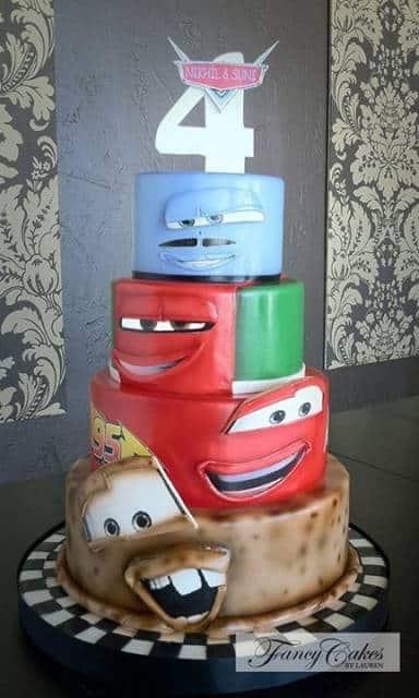bolo com personagens Carros Disney
