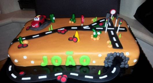 bolo corrida dos Carros Disney