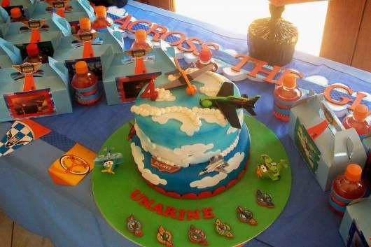 foto de bolo para festa aviões