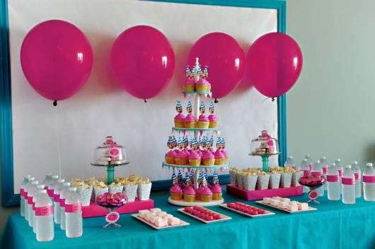 linda torre de cupcakes no lugar do bolo