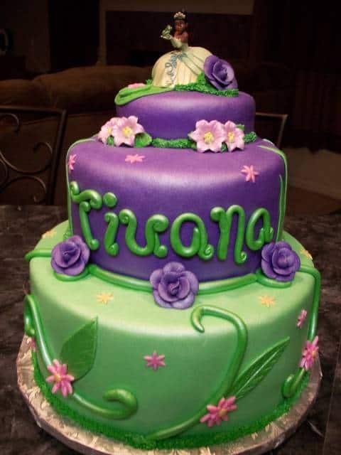 modelo de bolo personalizado da princesa e o sapo
