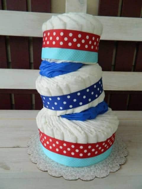 bolo fraldas moderno azul e vermelho