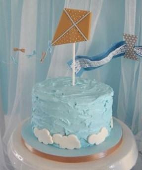 bolo simples azul e branco