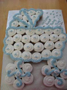 bolo diferente chá de bebê azul e branco