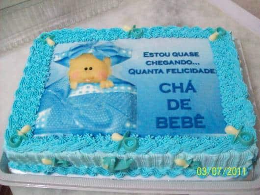 bolo azul e branco com papel de arroz cha de bebê