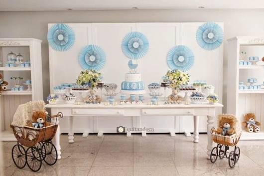 chá de bebê de bebê azul e branco